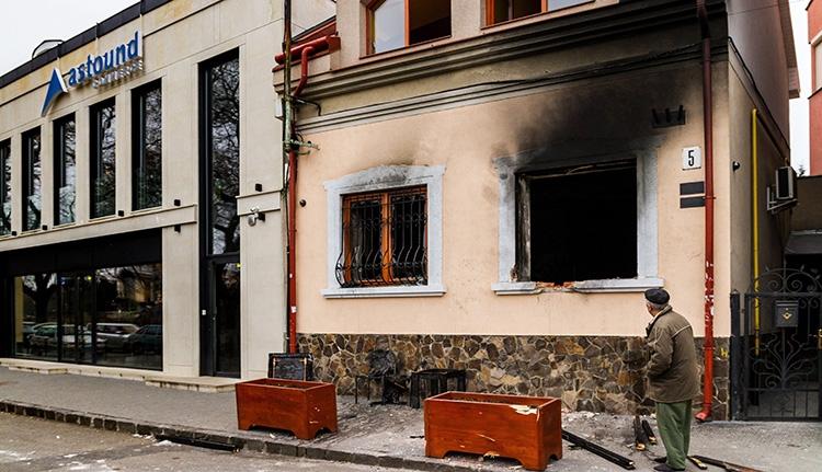Újabb magyarellenes támadás: felgyújtották a KMKSZ irodáját Ungváron
