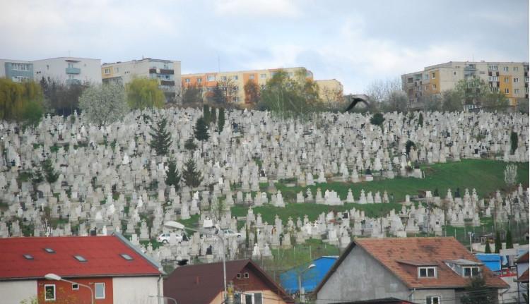 Kolozsvár: sírkő esett egy kisgyerekre a Monostori temetőben