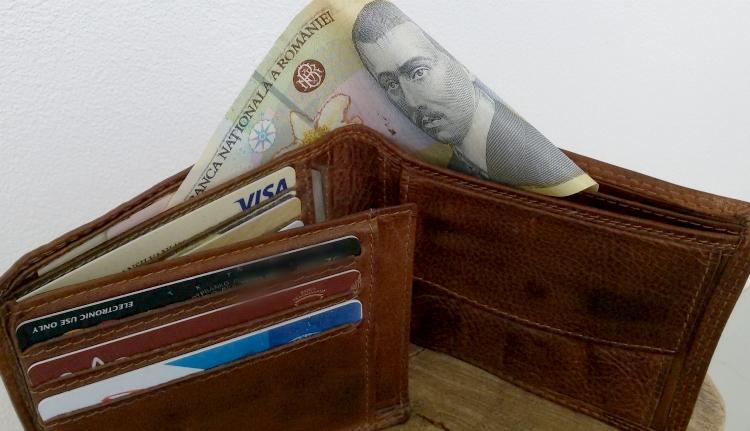 40 ezer lejnyi hitellel dobnák meg a fiatalokat