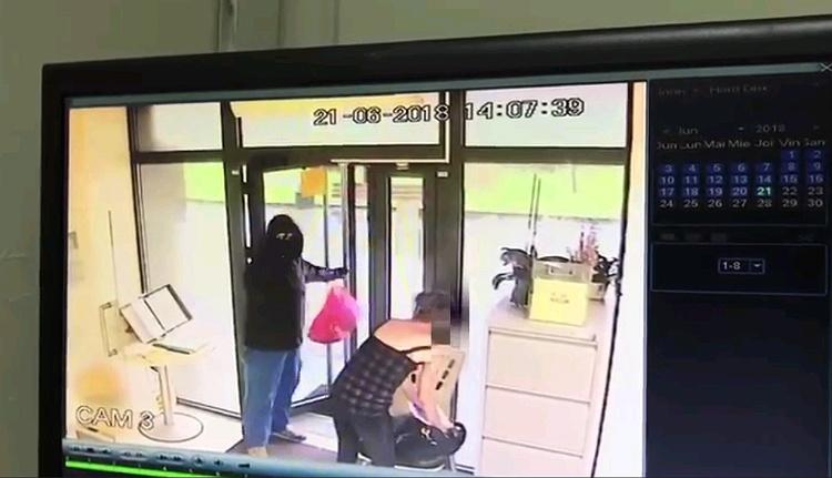A röhejes kolozsvári bankrablásnál csak a videofelvételek röhejesebbek (VIDEÓval)