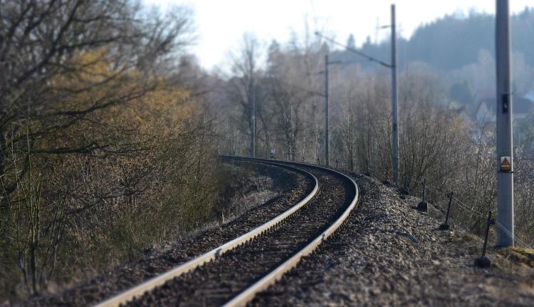 A vonatszelfi nem játék: egy 19 éves fiatalnak majdnem az életébe került