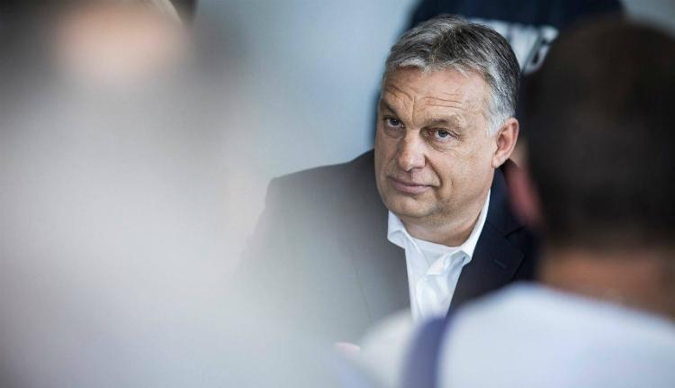 Orbán Viktor Iohannis magyarellenes kirohanásáról: nem javaslom, hogy az elénk dobott kesztyűért lehajoljunk