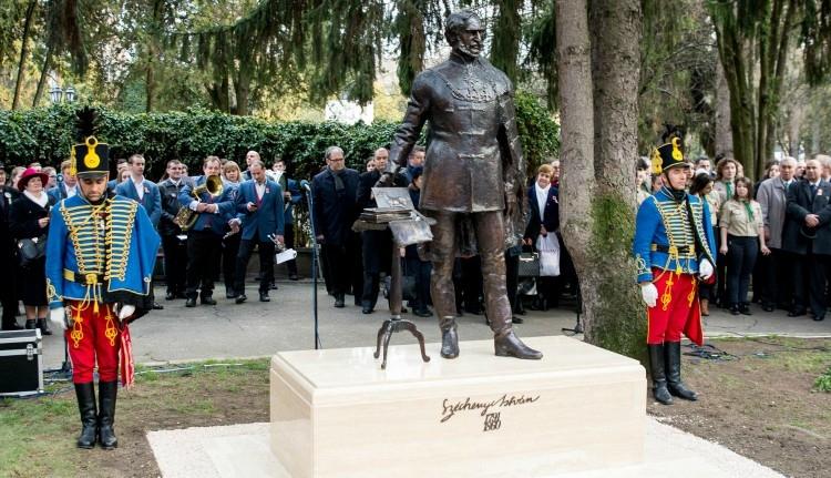 Meggyalázták a nemrég felavatott Széchenyi-szobrot Szatmárnémetiben