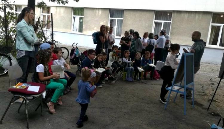 Utcára vonultak Aradon a miniszteri ukáz ellen, Temesváron kreatívabban tiltakoznak