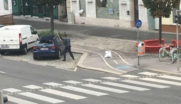 Autót rongált meg és késsel fenyegette a rendőröket egy román Bécsben