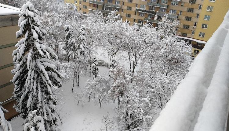 Olvadás, eső, szélvihar, fagyás, jég és hó is jön karácsonykor