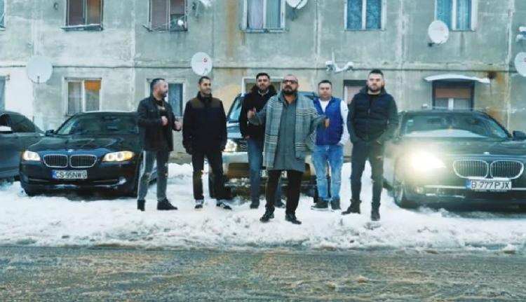 Manelista rendőr élteti a maffiát egy videóklipben