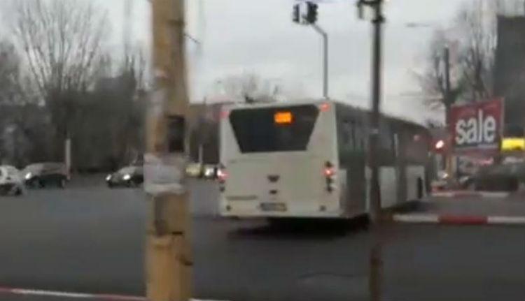 Kiugrott a buszsofőr vásárolni, a busz meg továbbment