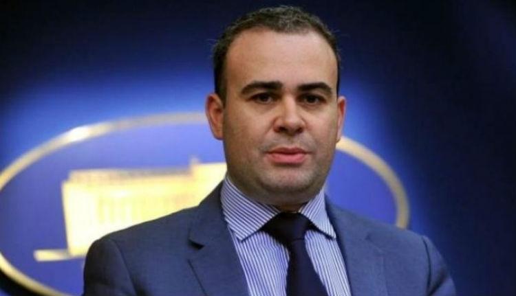 Borítékban kapja a fizetését a miniszterelnök gazdasági tanácsadója