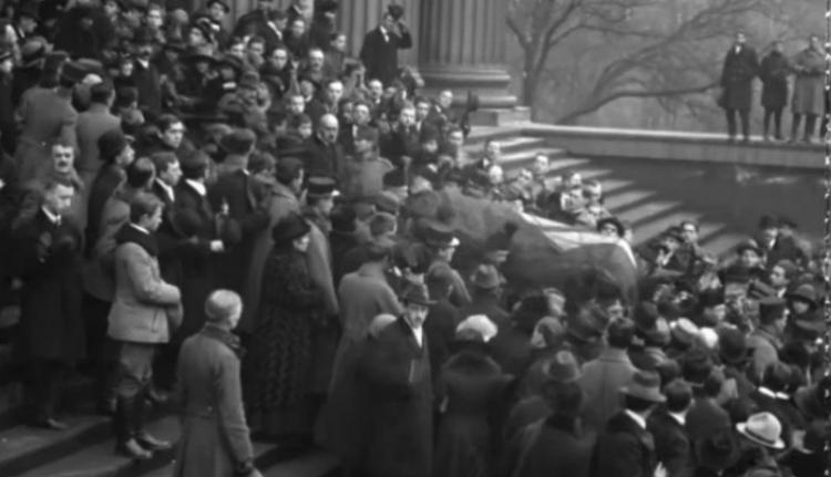 Először láthatjuk mozgóképen, hogyan temette a nemzet Ady Endrét (VIDEÓval)
