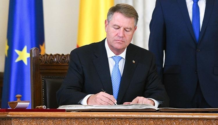 Iohannis ezúttal nem söpörheti le az asztalról a magyar oktatást védő törvényt