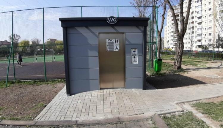 """Hurrá! Már mi is """"felavathatjuk"""" az 50 ezer eurós automata luxusvécéket Kolozsváron"""