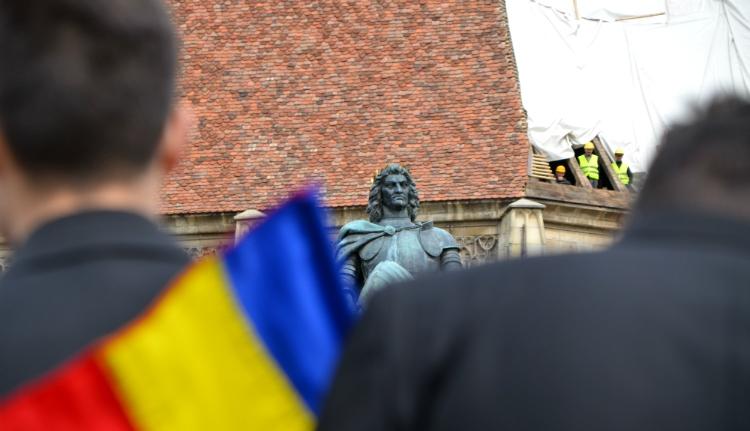 Vajon miért ragadtak magyar nemzeti zászlót román katonák Kolozsvár főterén? (FOTÓK)