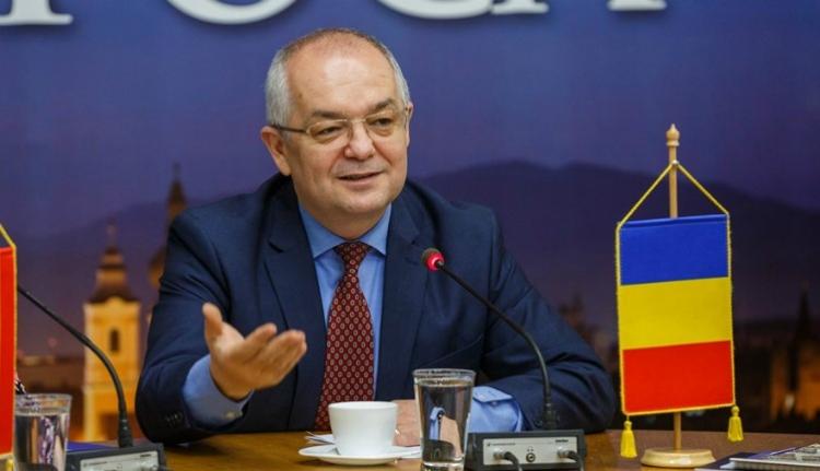 Szokatlan ok miatt perelték be Emil Bocot az újságírók