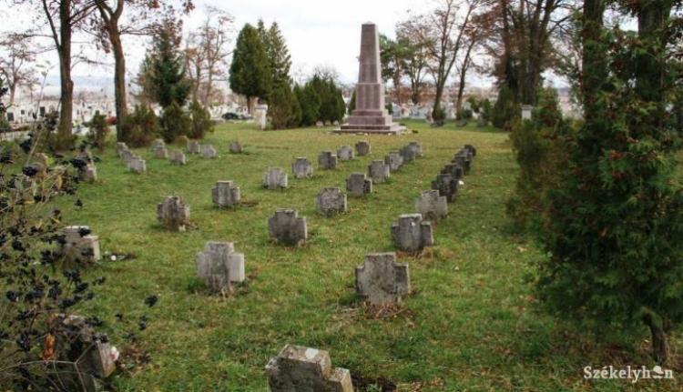 Most a sepsiszentgyörgyi hősök temetőjéből kreálna ügyet a románok fóruma