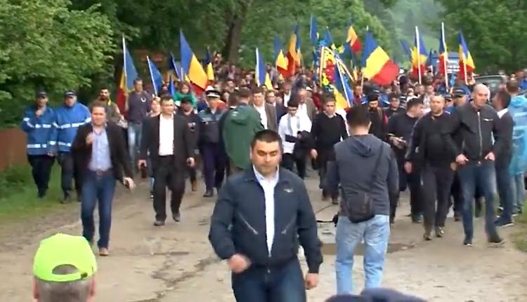 Régi ismerősök az úzvölgyi katonatemetőben: Cucoș főcsendőr és a fociultrák