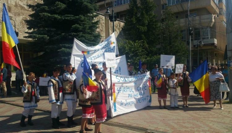 Így vonultak utcára a Neamț megyeiek, hogy megvédjék a Békás-szorost Hargitától (VIDEÓval)
