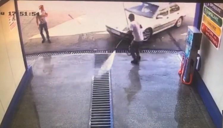 Ezt az autóbalesetet tényleg csak az erős idegzetűek nézzék meg! (VIDEÓval)