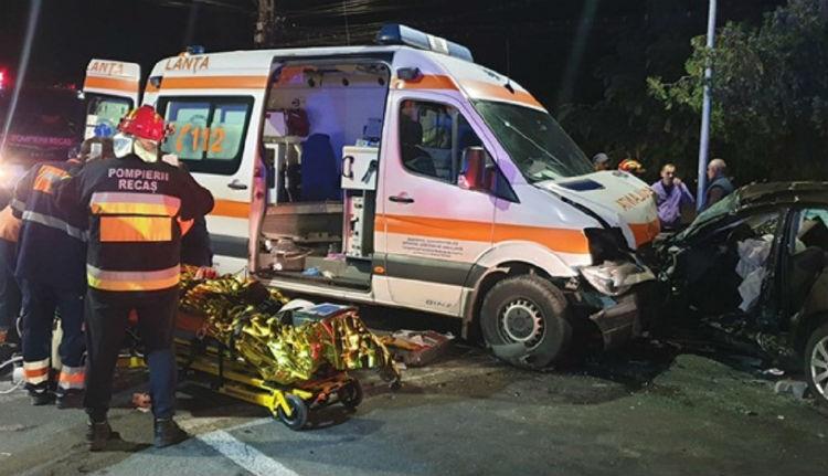 Balszerencse kimaxolva: miután autójával szakadékba zuhant, az őt szállító mentő is karambolozott