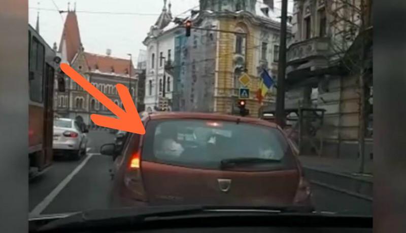 Új jelenség a kolozsvári közlekedésben: utazás szokatlan helyen