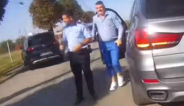 Testkamerákkal fogná be a rendőrgyalázó politikusok száját a belügyminiszter