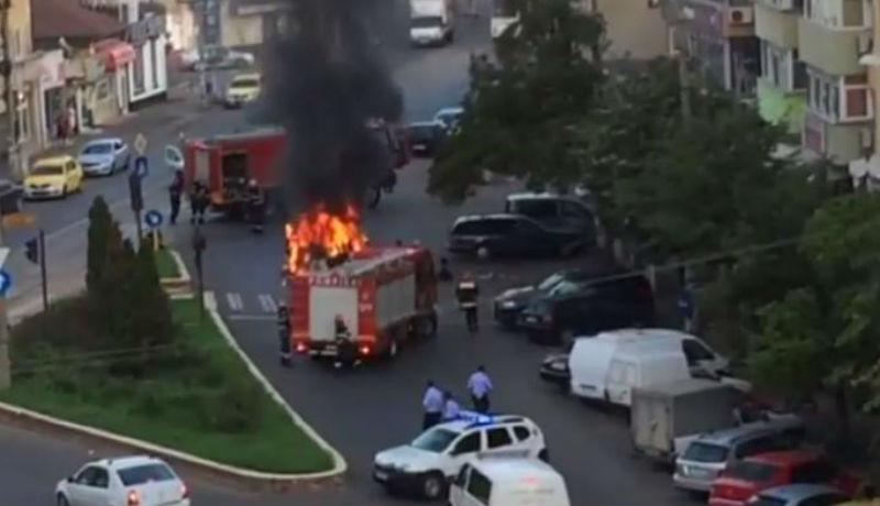 Most jól megmutatta: megbírságolták, elvették a jogsiját – a rendőrség előtt gyújtotta fel az autóját