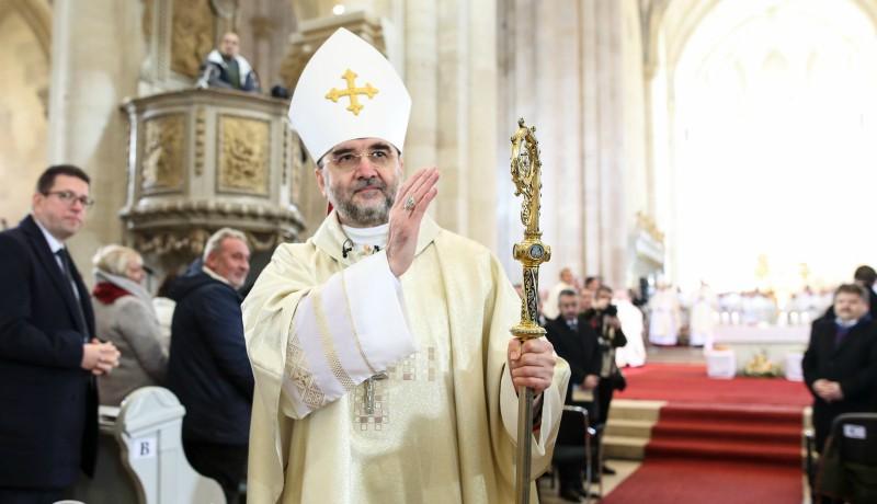 Új katolikus érseke van szombattól Erdélynek. Mit lehet tudni róla?