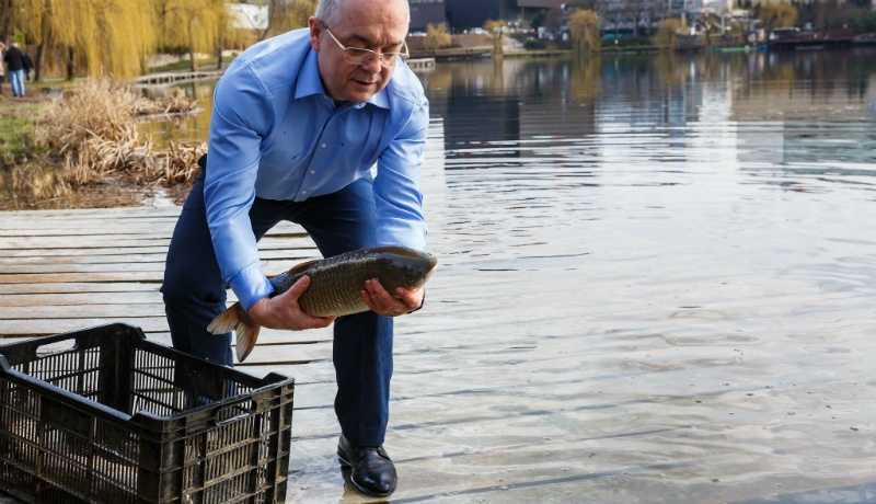 Így pecázza ki Emil Boc a jó pont(y)okat a választópolgároktól! (FOTÓK)