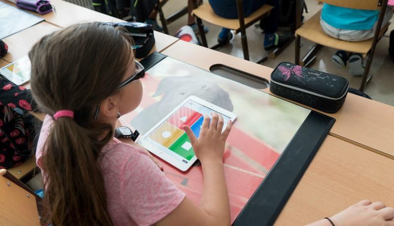 Táblagépeket kapnak Kolozsváron azok a diákok, akiknek nincsenek digitális eszközeik