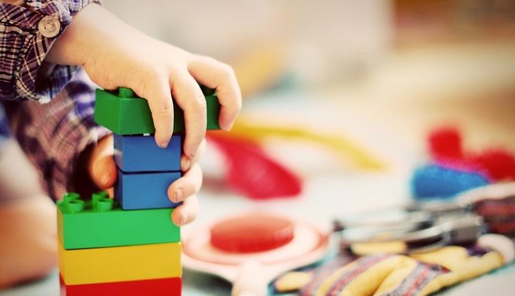 Bíróság kötelez egy magyar anyukát, hogy román tannyelvű óvodába írassa gyermekét