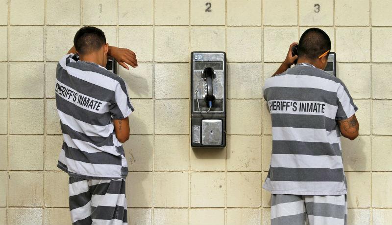 Vége az aranyéletnek: hiába csempészik be a börtönökbe a telefonokat, legfeljebb díszként használhatják majd őket