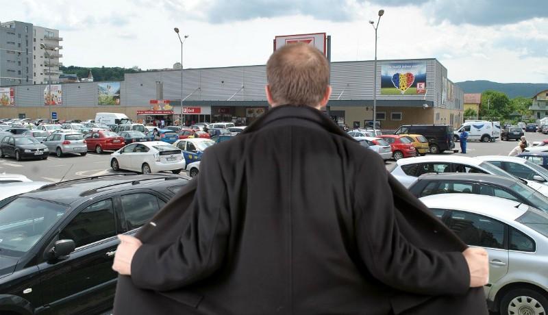 Maszturbáló szatír zaklatott egy kiskorút az egyik kolozsvári bevásárlóközpont mellett