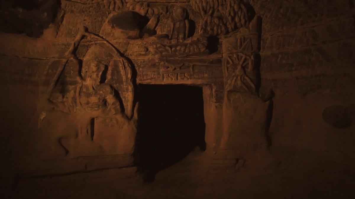 Erdély legsanyarúbb sorsú kastélyánál jártunk, amiből nem maradt más, mint egy meggyalázott barlangsír (VIDEÓval)