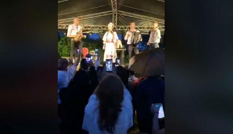 Jókedv és busás bevétel helyett harmincezer lejes bírságot hozott egy Brassó megyei szabadtéri fesztivál