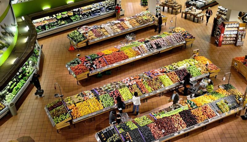 Kösz szépen, korona! Jóval drágábban kajálunk, mint egy éve – a gyümölcsök már 24 százalékkal többe kerülnek