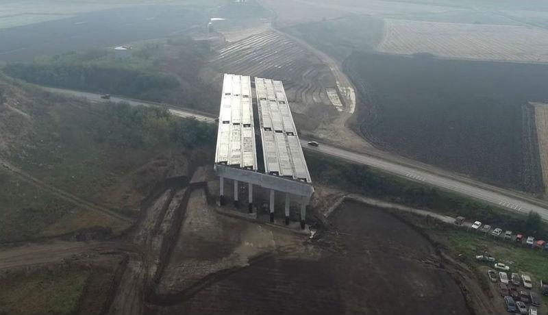 Amikor azt hinnénk, többet nem lehet szerencsétlenkedni az észak-erdélyi autópálya építése közben, megint kiderül, hogy de