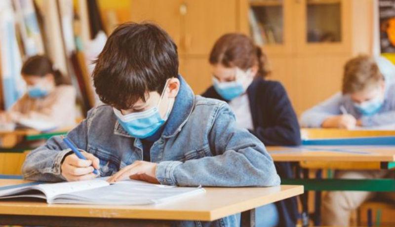 A diákok és a tanárok is a kötelező iskolai maszkviselést rühellik a legjobban