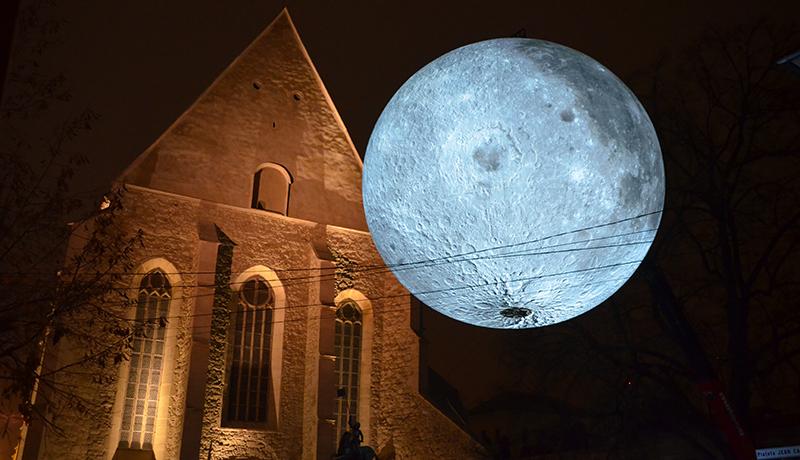 Hatalmas telehold ragyog a kolozsvári Farkas utcában (FOTÓK)