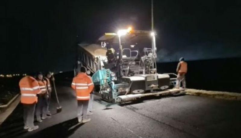 Annyira be akarnak fejezni egy erdélyi autópálya-szakaszt még a választások előtt, hogy sötétben is aszfaltoznak