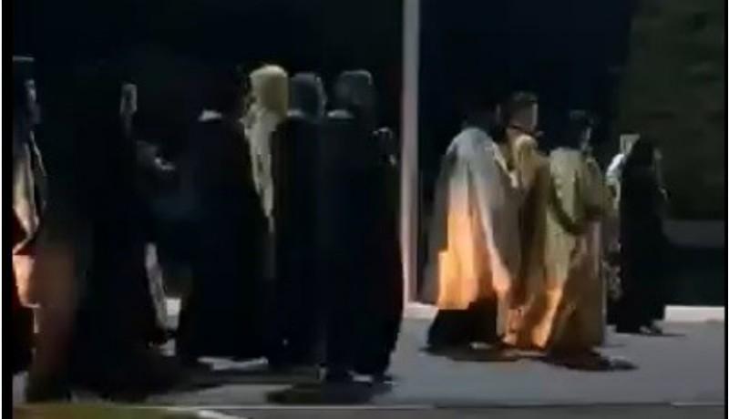 Nem tudtuk, mi hiányzott még: kovidűző utcai szertartást tartott Teodosie, a botrányhős ortodox érsek (VIDEÓval)