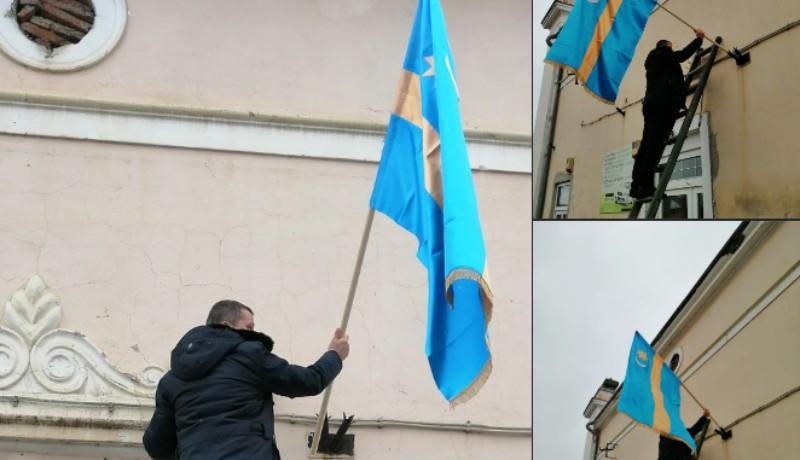 Csattanós válasz: száz székely zászlót tűztek ki Gyergyóremetén, miután Dan Tanasă leszedetett egyet