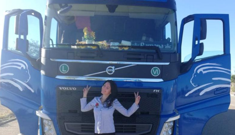 Ez is milyen már: saját honfitársa lopta ki az üzemanyagot egy román kamionsofőrnő járművéből egy külföldi parkolóban