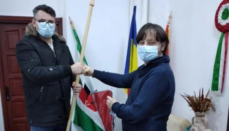 Ilyen is van: egy román férfi bocsánatot kért, amiért megrongált egy magyar zászlót Nagyváradon