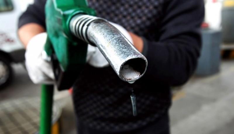Nem egy tipikus home office: több száz liter üzemanyagot loptak el a benzinkutasok, majd otthon árulták