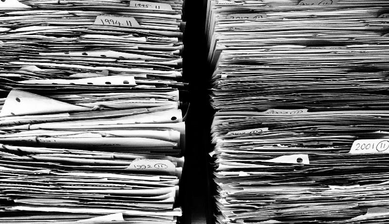 Annyi papírt közbeszereznek a romániai hivataloknak, hogy az 2,7-szer elérne a Holdig