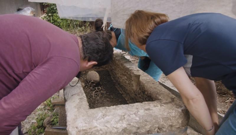 Így néz ki egy 1800 éve érintetlen kolozsvári gyermekszarkofág (VIDEÓval)