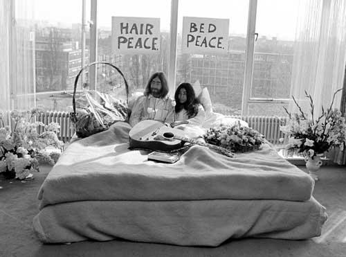bed-peace-john-lennon-yoko-ono-hilton