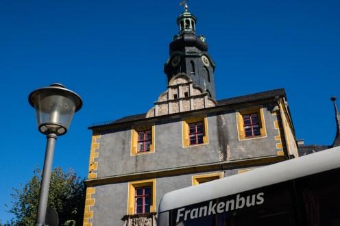"""Der """"Frankenbus"""" an unserem Treffpunkt vor dem Stadtschloß"""
