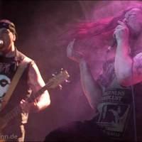 """Die Band """"Hellena"""" eröffnete die Wrestling-Veranstaltung """"Better be Dead Circus - Horror küsst Wrestling küsst Rockmusik"""" am 30.04.2015 in Dresden, Reithalle, Strasse E"""