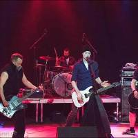 """Die zweite Band """"Kill Me Pussycat"""" auf der Wrestling-Veranstaltung """"Better be Dead Circus - Horror küsst Wrestling küsst Rockmusik"""" am 30.04.2015 in Dresden, Reithalle, Strasse E"""